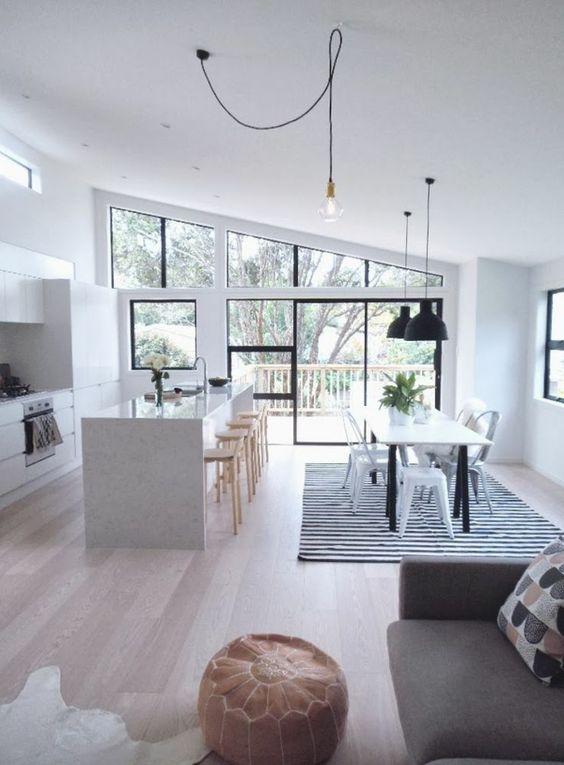 Une cuisine ouverte sur salle à manger
